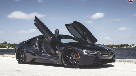 BMW i8 on HRE P101 – Black Out