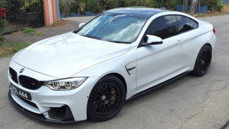 BMW M4 on HRE Classic 300