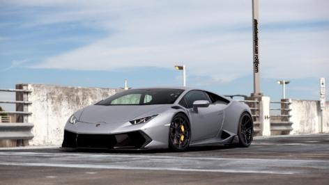 Lamborghini Huracan on Rotiform KPS