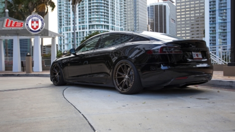 Tesla Model S on HRE S104