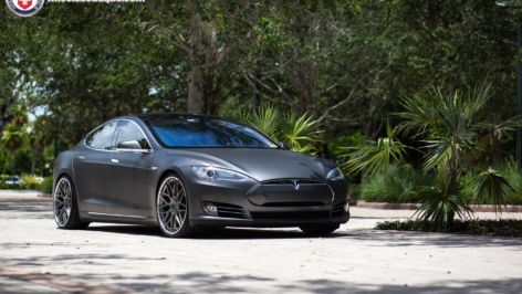 Tesla Model S P85+ on HRE RS100