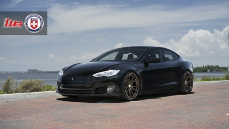 Tesla Model S P85+ on HRE S104