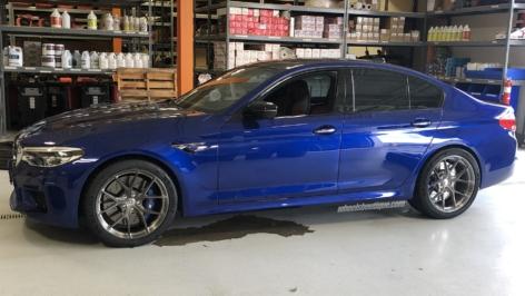 BMW F90 M5 on HRE P101 (20″)