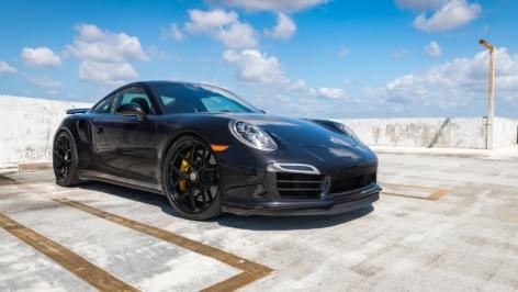 Porsche 911 Turbo S on HRE R101 LW