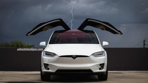 Tesla Model X on HRE P201