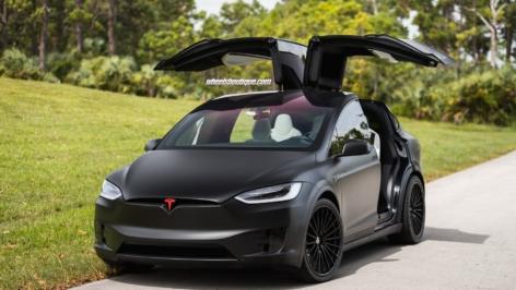Tesla Model X P90D on HRE S209H
