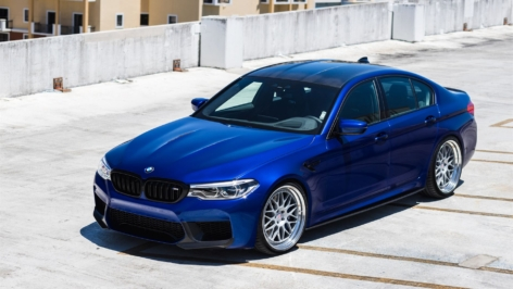 BMW F90 M5 on HRE Classic 300