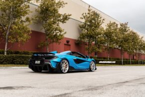 McLaren 600LT MSO Ludus Blue Spider on HRE P104SC