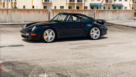 Porsche 993 Turbo on HRE 305M